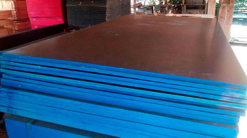 Madeirit plastificado